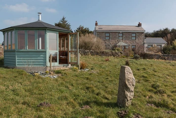 A hilltop haven with amazing views - Dowha nr Troon - Bed & Breakfast