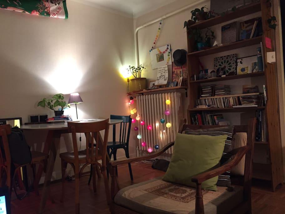 salon cosy avec coin télévision
