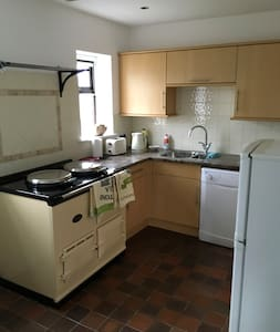 Immaculate self contained one bed flat sleeps 3
