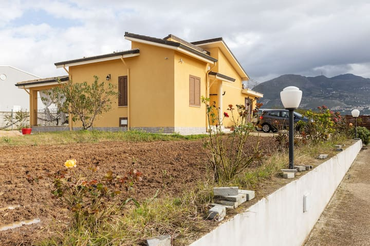 Relaxing Holiday Home in Partinico with Swimming Pool