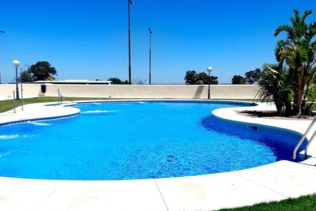 Precioso piso de lujo con piscina garaje y wifi en san for Piscina san fernando