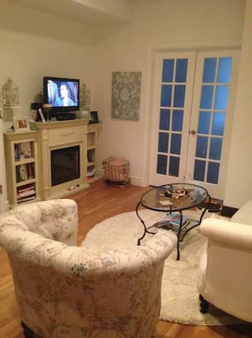 Homey and Contemporary Room! - Weehawken - Apartment
