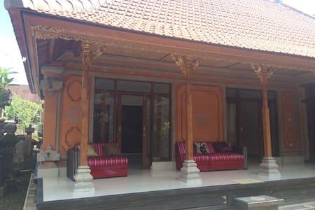 Agung Bali Guest House - Gianyar - Guesthouse