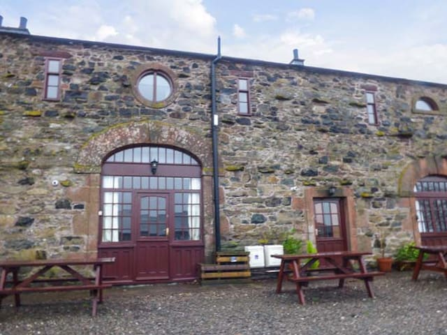 MELLFELL COTTAGE, pet friendly in Watermillock, Ref 930265