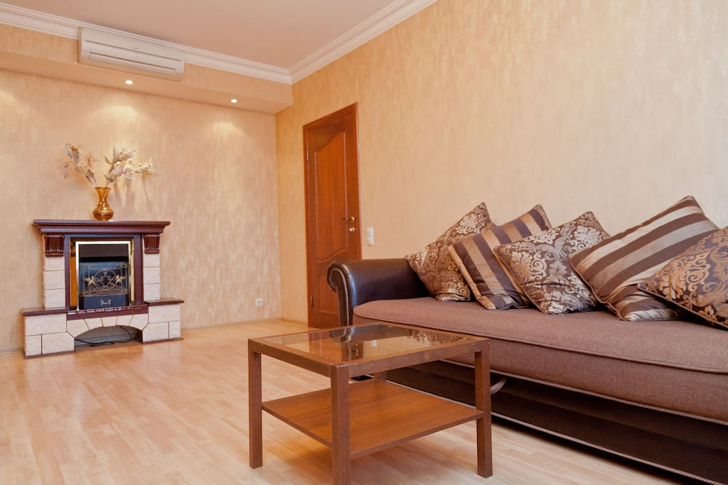 Гостиная с большим раскладывающимся диваном