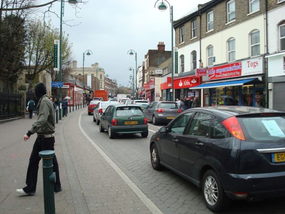 Leytonstone High Road - photography by Stacey Harris