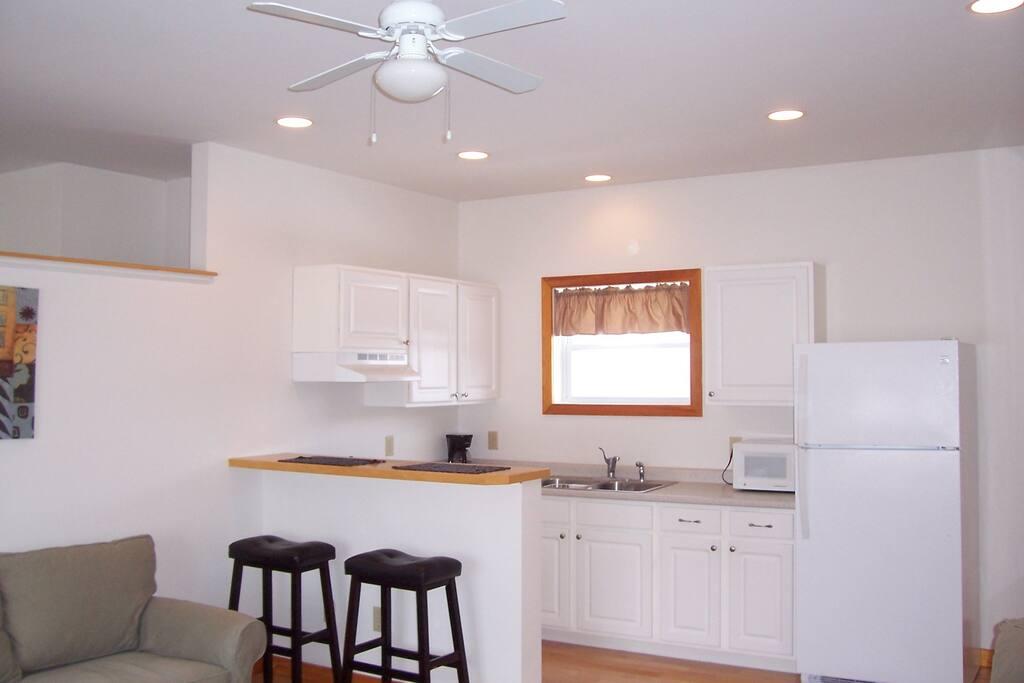 Full kitchen with breakfast bar.