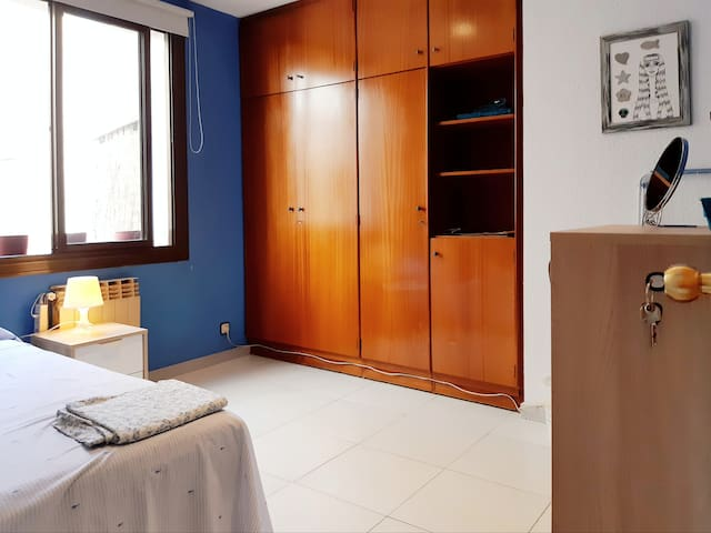 Spacious cozy room in MARAGALL BCN