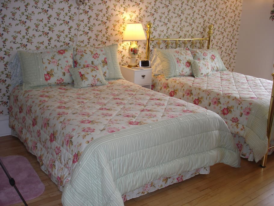 Rose Room has 2 double beds.