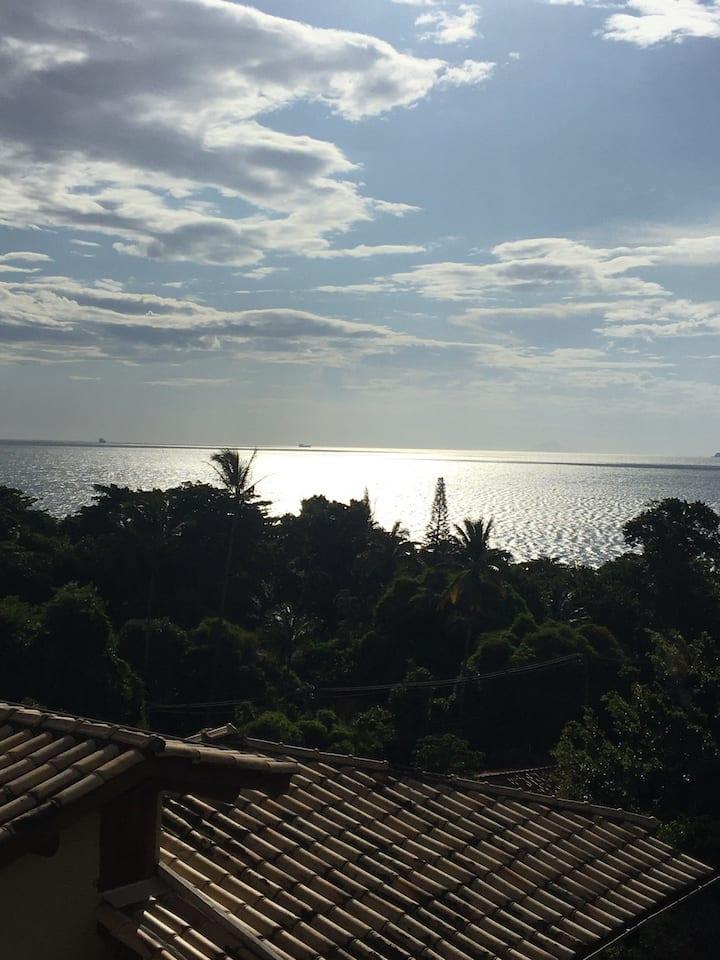 Ilhabela Praia do Curral com ventilador de teto.