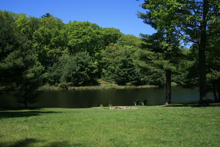 Beautiful & Secluded Lakefront Home - Dingmans Ferry