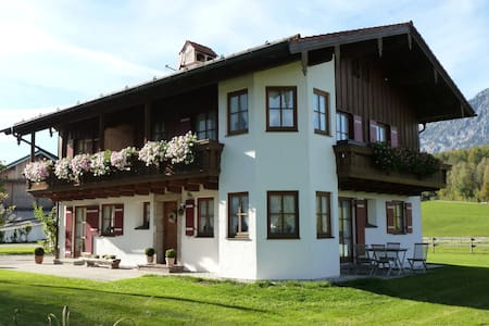 Vacation apartment with beautiful mountain view - Bayerisch Gmain - 公寓