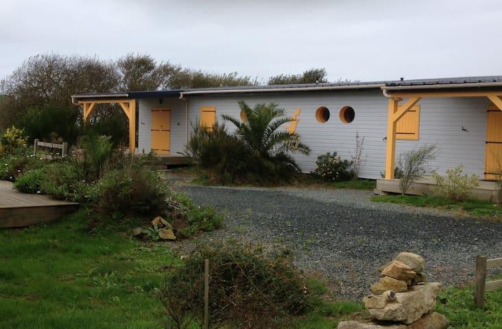 Chalets sur pilotis/500 m de la mer - Plomeur - Dağ Evi