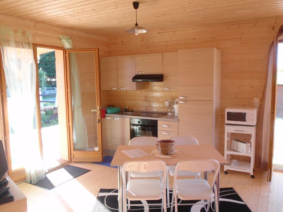 Grand salon, cuisine américaine, 2 chambres et terrasse 65 m2