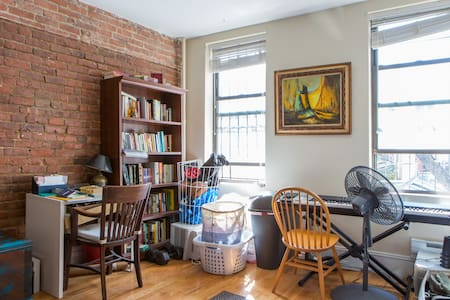 Awesome Centrally located BK Apt