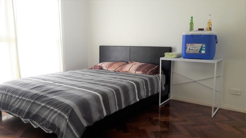 Queen Room Beautiful Hostel Best location near CBD