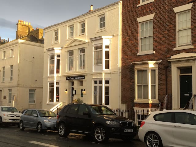 Spacious, Comfortable Double Rooms - Whitby - Bed & Breakfast