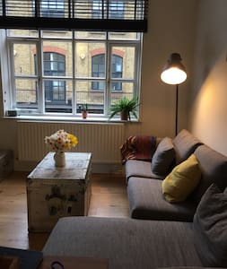 Beautiful double room - converted factory, Dalston - London - Apartment