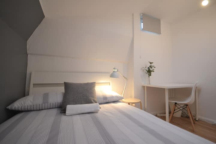 HB4-3 Double Room in the Heart of Brick Lane