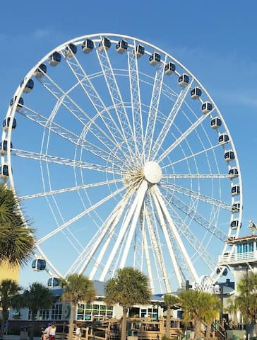 Luxury OceanView Condo Skywheel