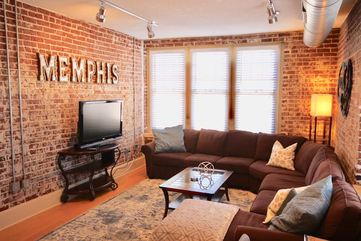 ▶Exposed Brick Condo~Downtown~FREE Parking◀