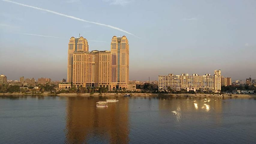 Nile-View Spacious Room in Zamalek (Women Only)
