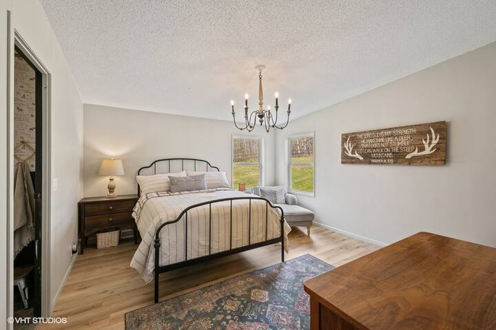 Queen size bed in the master bedroom.