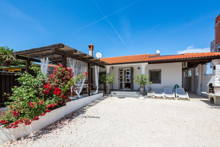 Villa MaRa 300m from the beach