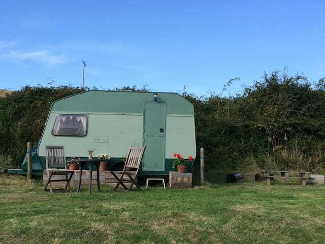 Caravan in South Devon village - Frogmore