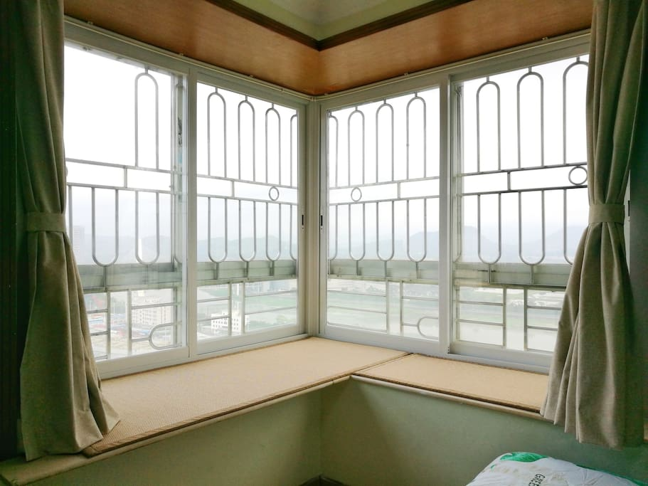 风景绝佳窗台榻榻米