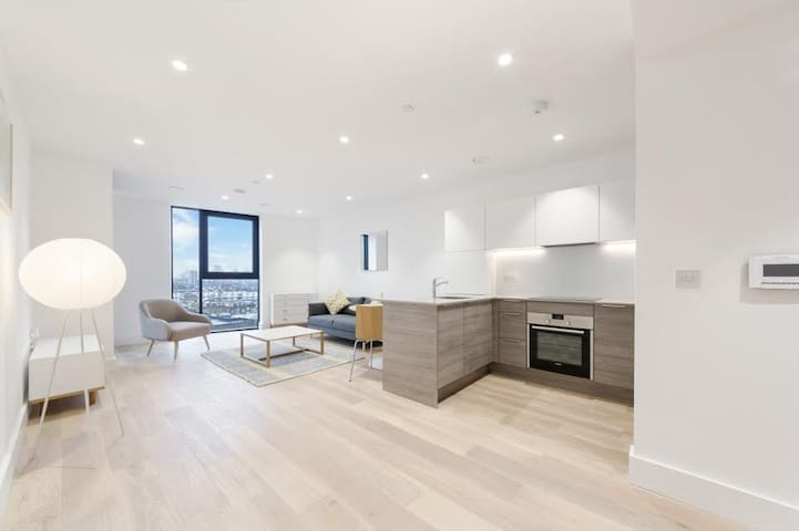 Luxury 1 bed apartment in Dalston next to station.