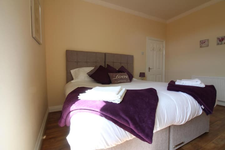 Seventy Eight (First Floor) - 3 Bed Apartment - Southend-on-Sea - Lejlighed