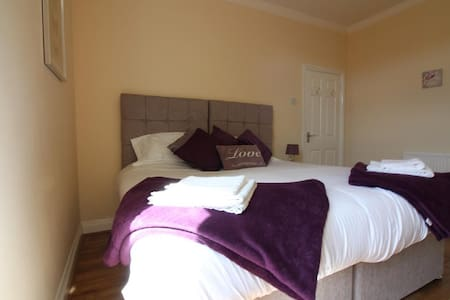 Seventy Eight (First Floor) - 3 Bed Apartment - Southend-on-Sea - Huoneisto