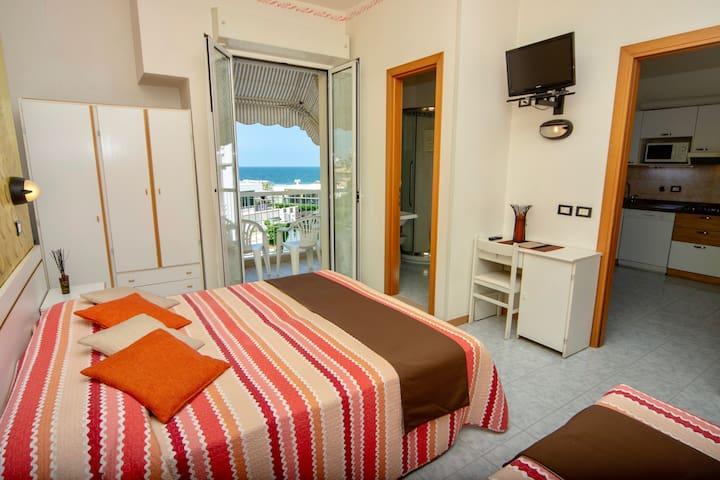 Bilocale in Residence, in centro e a 20 m dal mare