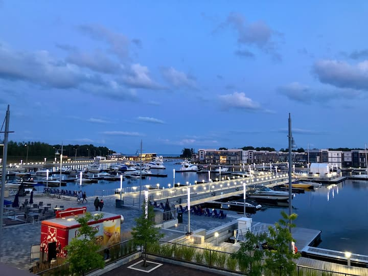 Friday Harbour Lux Boardwalk Unit With 1 mln View!