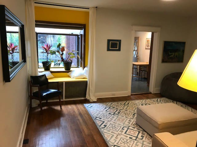 Delightful Townhouse in the Heart of Squirrel Hill
