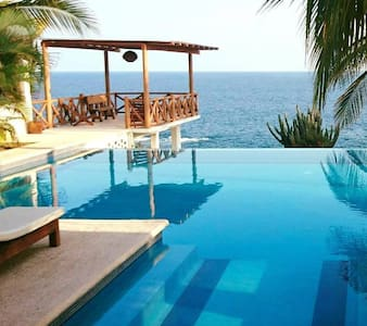 Casa Junto Al Mar Infinity Pool
