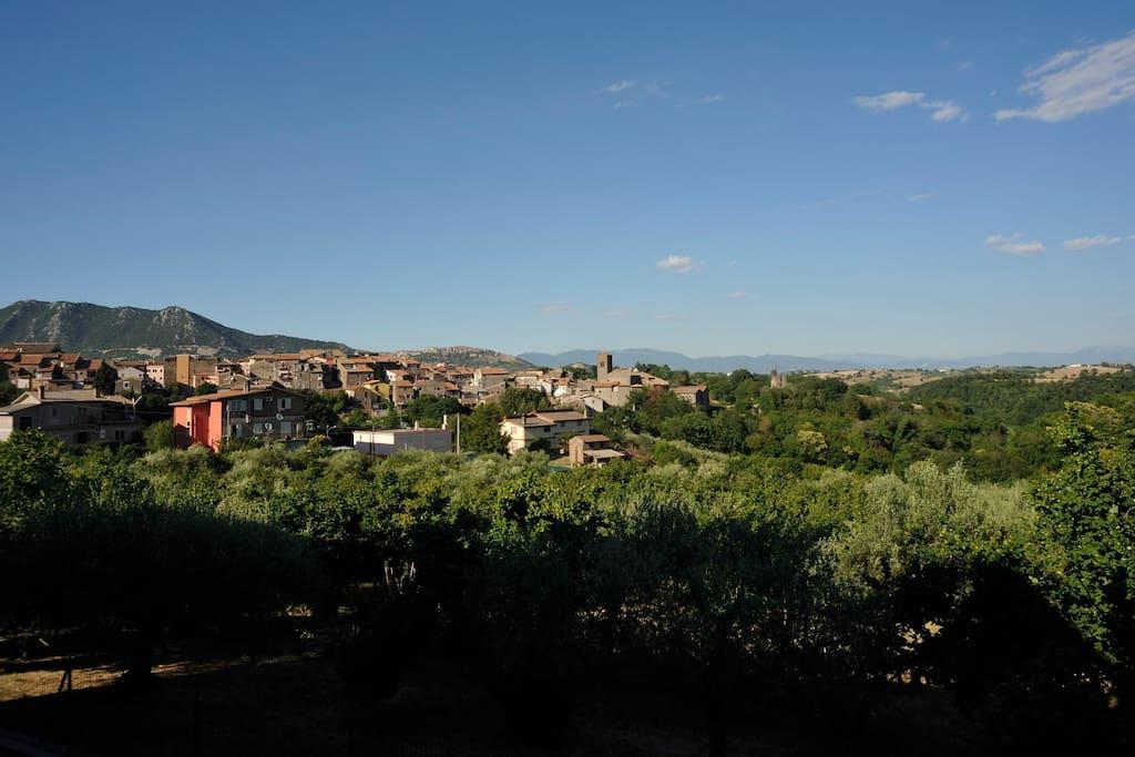 Villino a due piani in provincia di roma appartamenti in for 5 piani di casa di tronchi di camera da letto