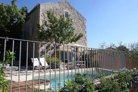Villakalimera: Charming traditional stone house - Fiskardo - Dům