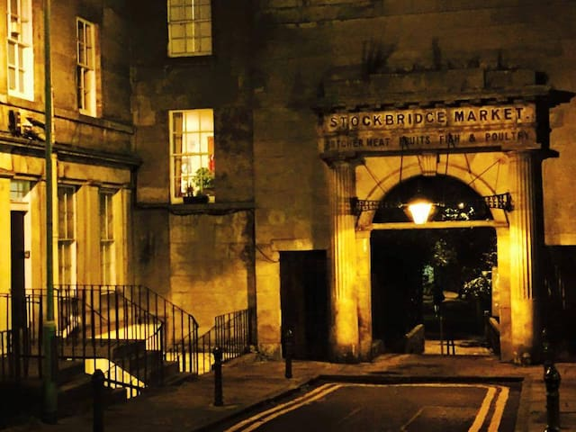 Captivating entrance in the Capital's most desirable location