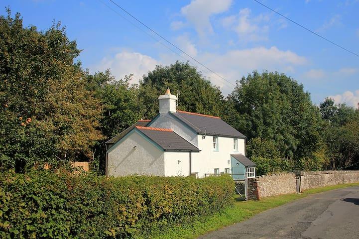 Pontganol Cottage, Llangynidr near Crickhowell - Llangynidr - House