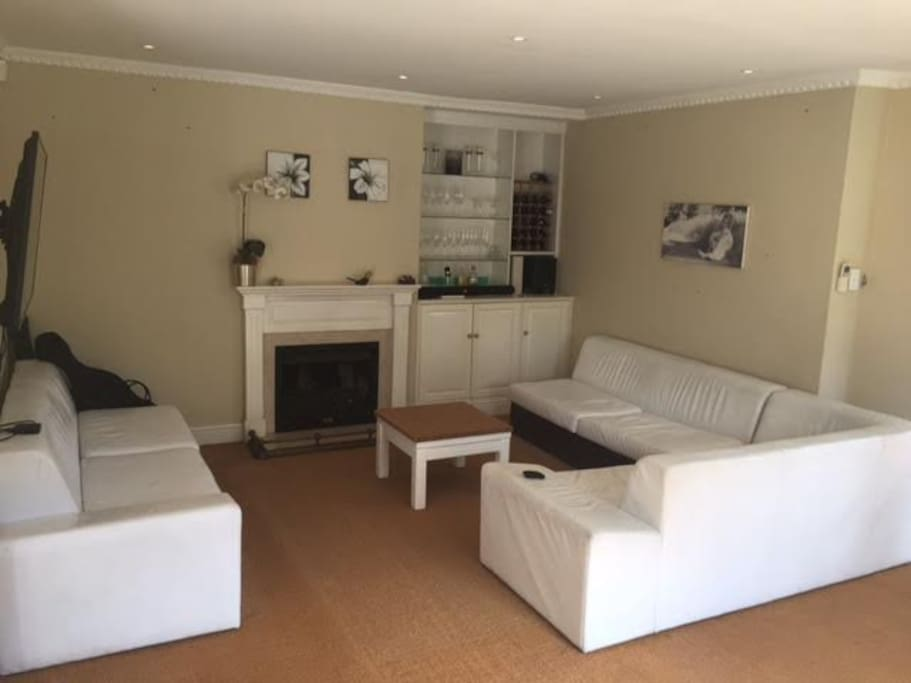 Lounge + TV