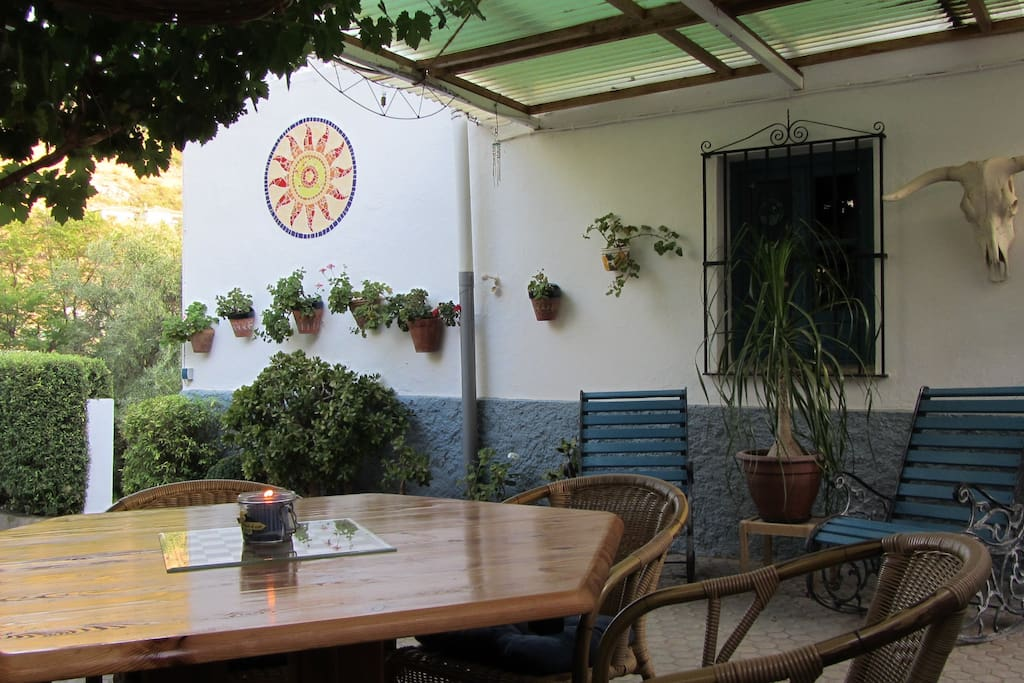 A PATIO TO EAT