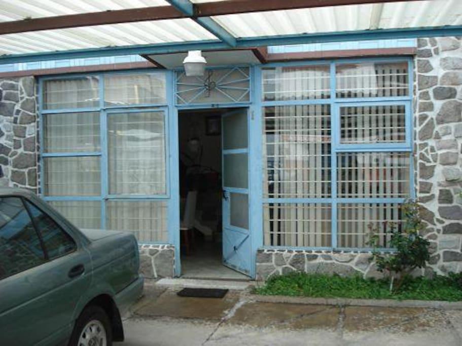 Apartment main entrance. *** Apartamento entrada principal.