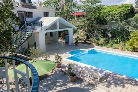 Eucalyptus Guest House - Порт-о-Пренс - Гестхаус