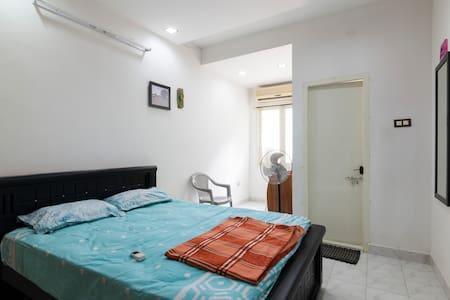 Cozy stay near Hotel Taj Coromandal- Room No.1 - Chennai - Apartament
