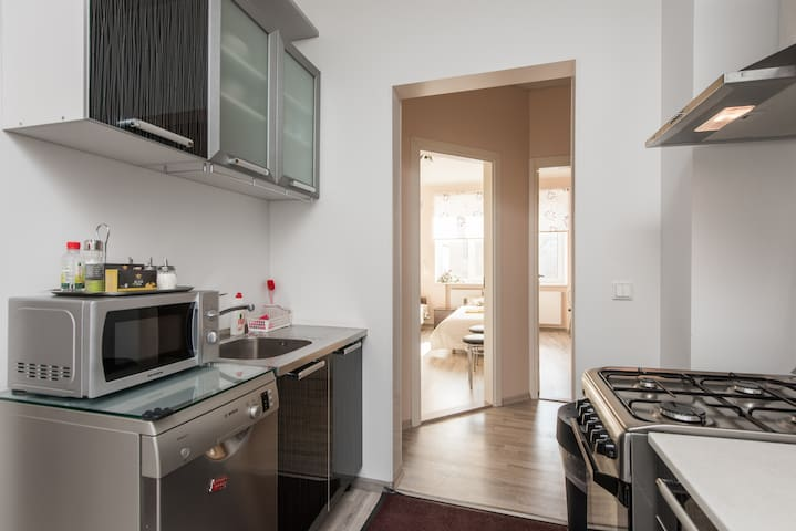 ★City 3-bedroom close to Old Town with parking★