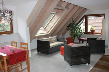 Traumhafte ruhige Citywohnung - Filderstadt - Apartament