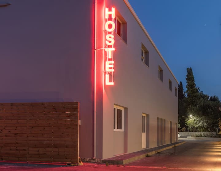 "Local Hostel & Suites ""Bed in 8 Men Dorm""M1"