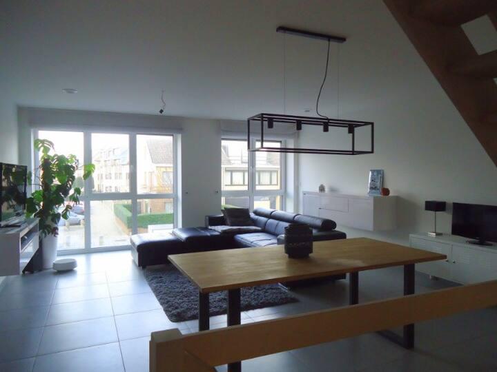 Volledig huis met 3 slaapkamers, terras en tuin